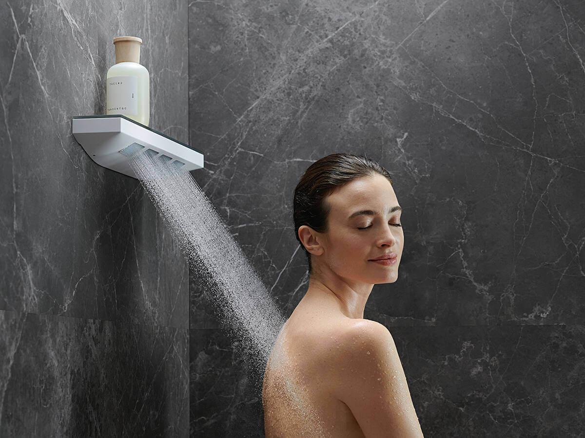 crainfinity-shoulder-shower-powderrain-woman-ambience-4x3-jpg.jpg
