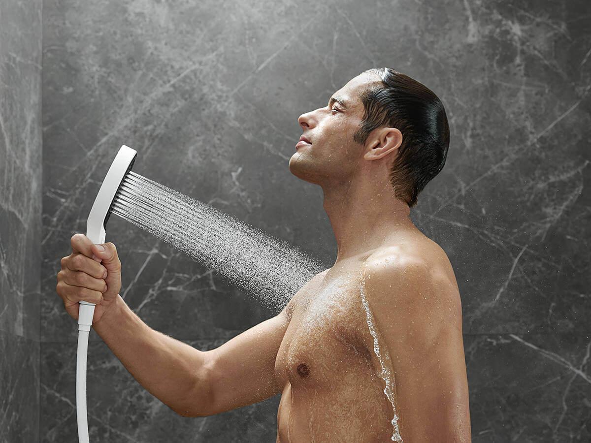 rainfinity-hand-shower-powderrain-man-ambience-4x3-jpg.jpg